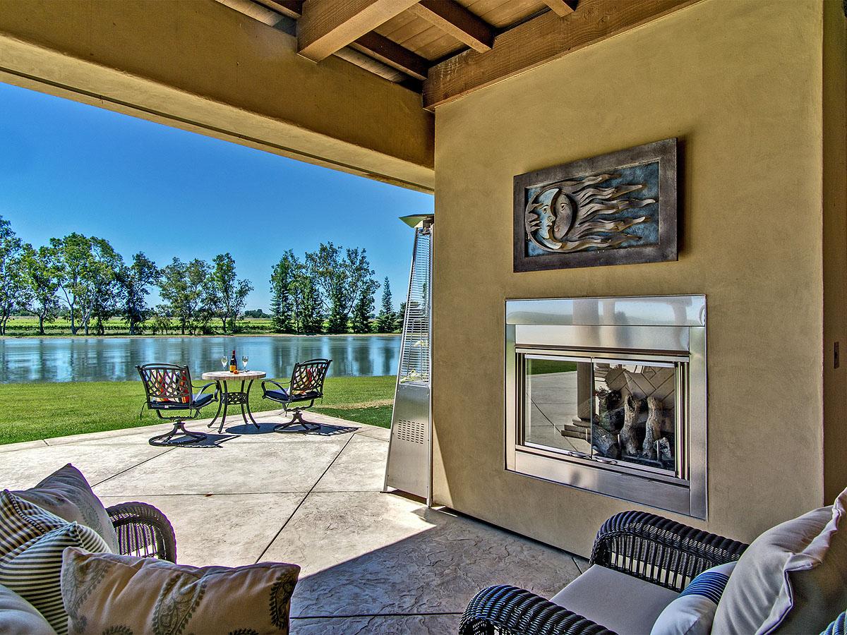 Additional photo for property listing at Lago Del Rio Private Lake Estate 9005 River Road Sacramento, California 95832 United States
