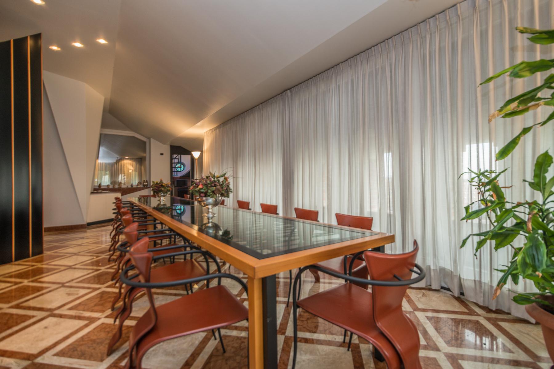 Additional photo for property listing at Prestigious historical villa close to Milan Via Friuli Cesano Maderno, Monza Brianza 20811 Italie