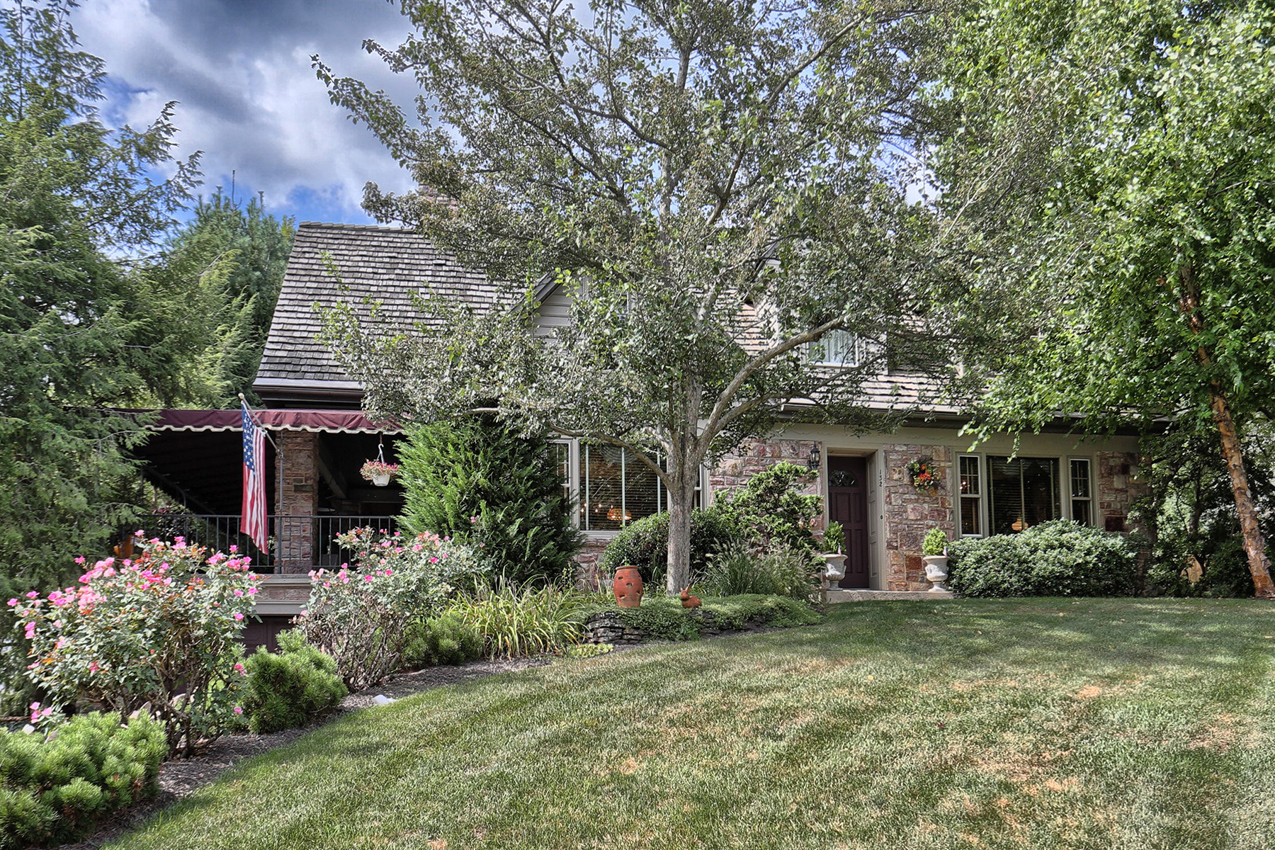 独户住宅 为 销售 在 132 E Ferdinand Street 曼海姆, 宾夕法尼亚州 17545 美国