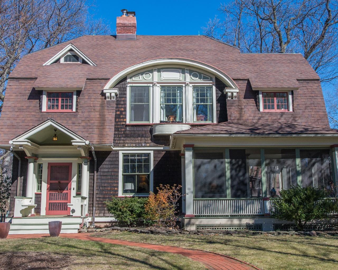 Maison unifamiliale pour l Vente à Glen Ridge Colonial 325 Washington Street Glen Ridge, New Jersey 07028 États-Unis