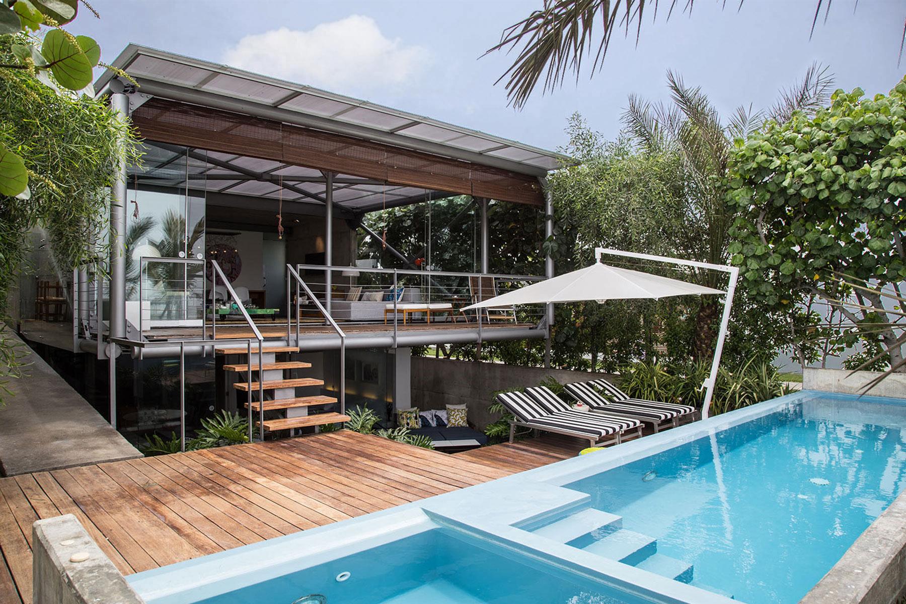 Multi-Family Home for Sale at Hermosa Casa frente al Mar - Primera Fila en Bora Bora en Asia Playa Bora Bora, Asia Lima, Lima, 15689 Peru