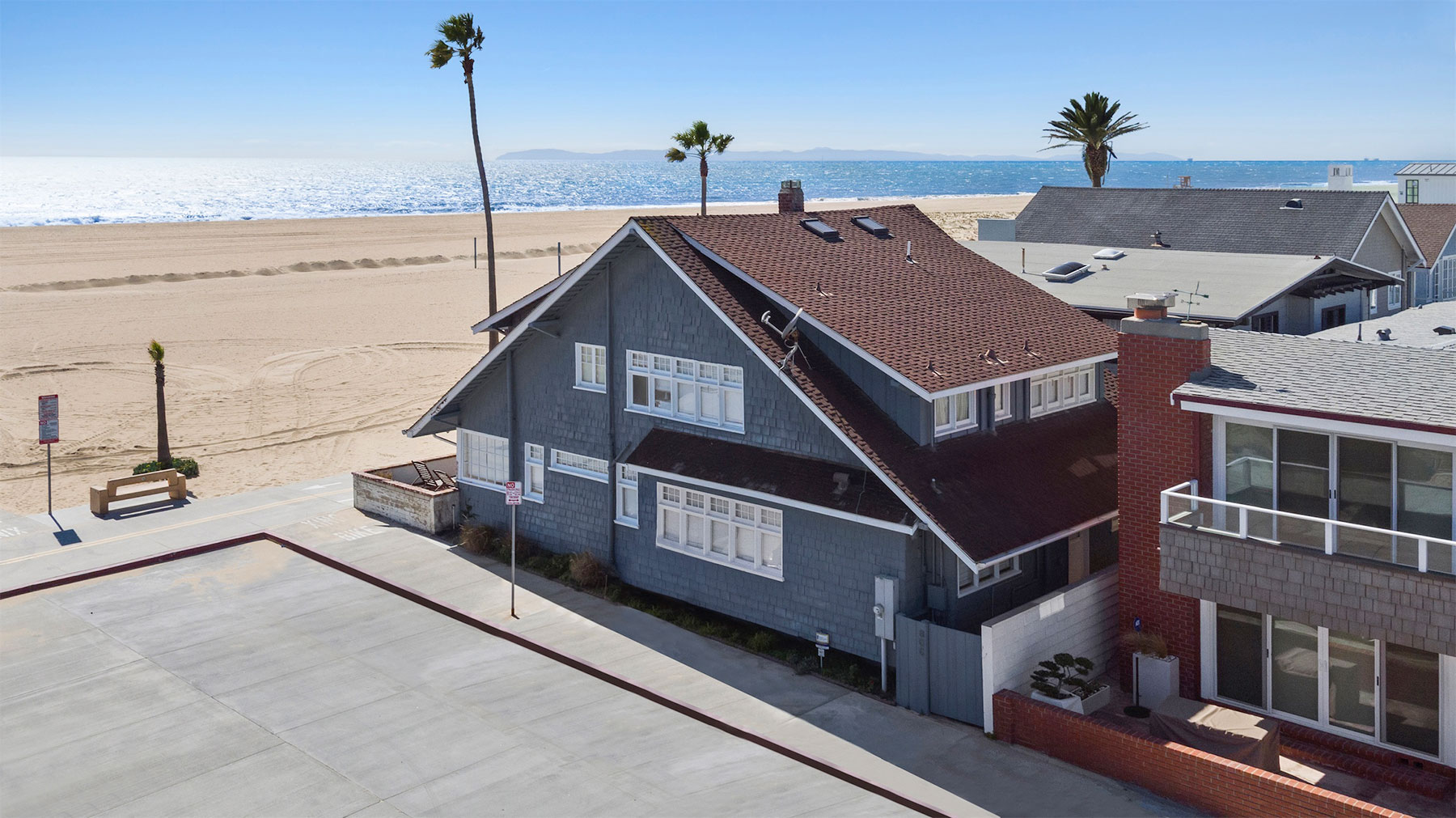Single Family Home for Sale at 800 W Oceanfront Newport Beach, California, 92660 United States