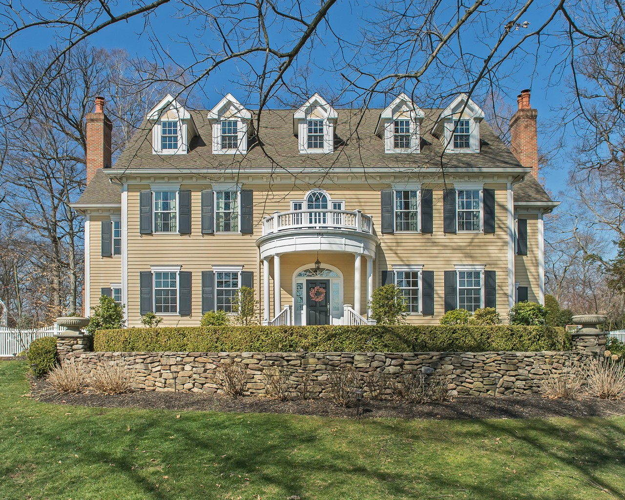 Частный односемейный дом для того Продажа на Stately Glen Ridge Center Hall Colonial 156 Ridgewood Avenue Glen Ridge, Нью-Джерси 07028 Соединенные Штаты