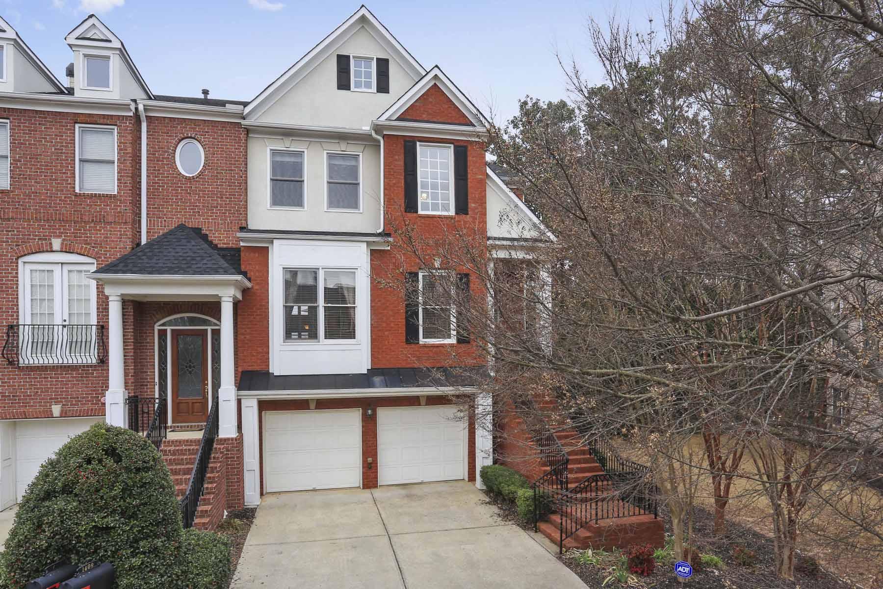 Residência urbana para Venda às Immaculate End Unit Town Home 1409 Montclair Court Smyrna, Geórgia, 30080 Estados Unidos
