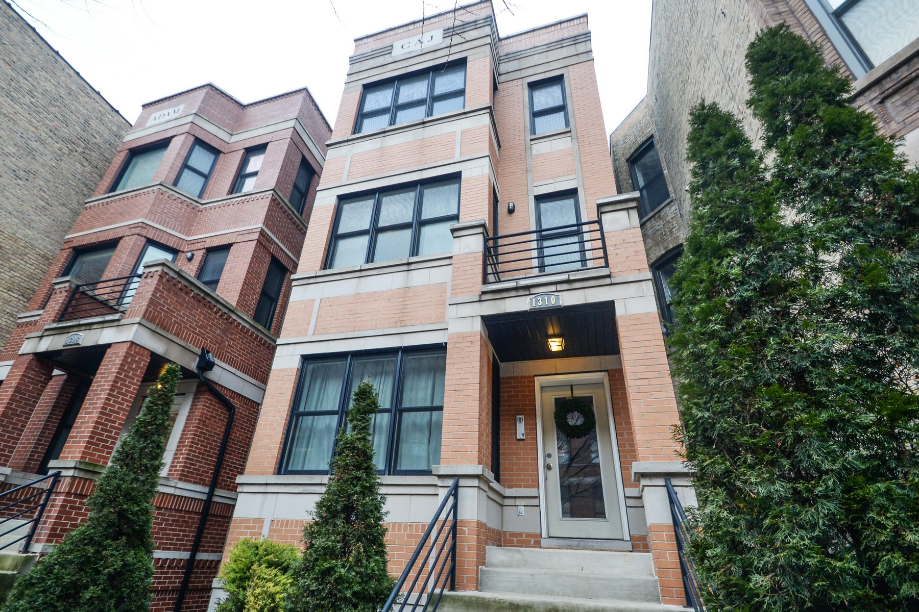 Condominium for Sale at Spacious Condo in Ideal Wicker Park Location! 1310 N Claremont Avenue Unit 2 West Town, Chicago, Illinois, 60622 United States
