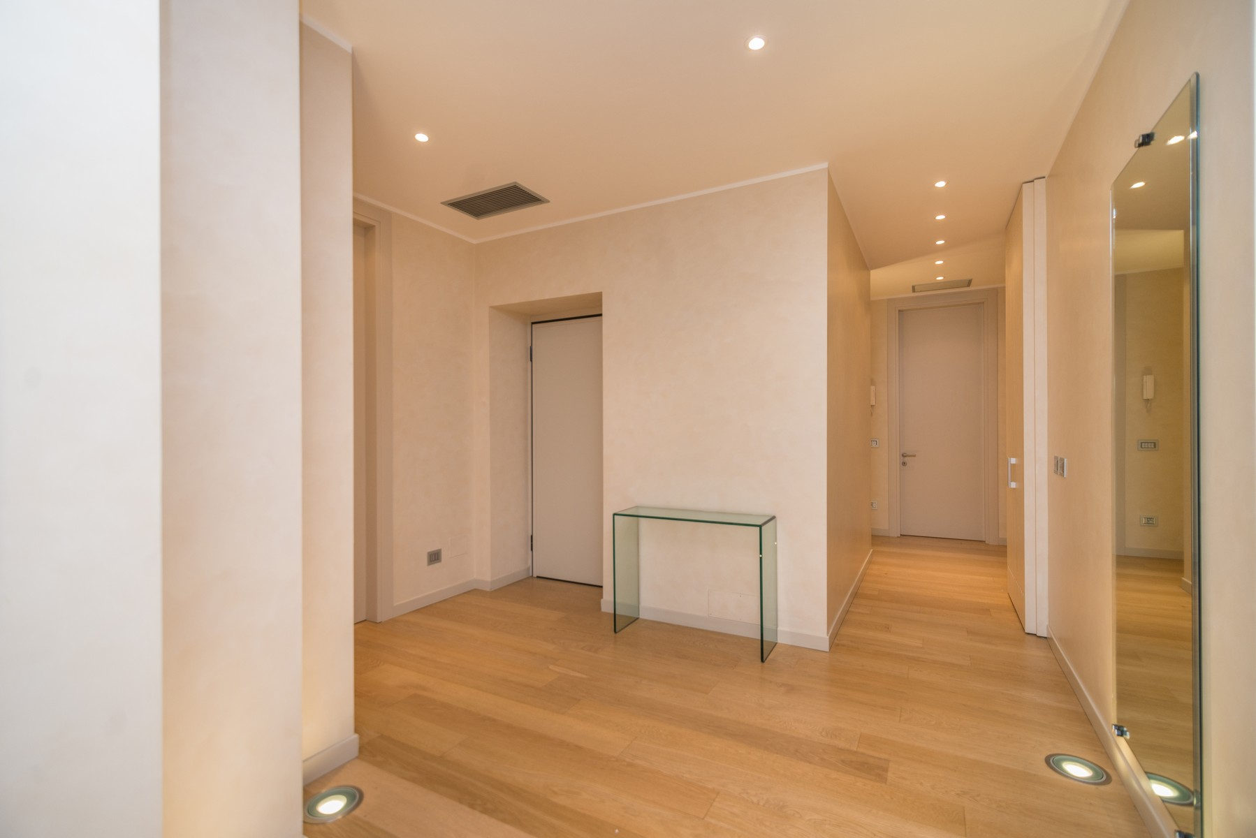 Additional photo for property listing at Elegant apartment in historic Palazzo Corso Venezia Milano, Milan 20121 Italy