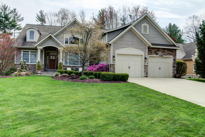 Частный односемейный дом для того Продажа на Intriguing Elegance on the 9th Fairway 12732 Sanctuary Place Grand Haven, Мичиган, 49417 Соединенные Штаты