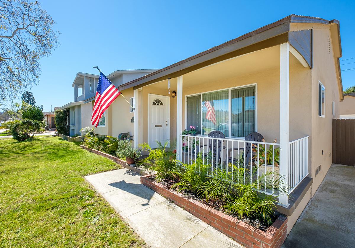 Частный односемейный дом для того Продажа на 21813 Linda Dr, Torrance 90503 Torrance, Калифорния 90503 Соединенные Штаты