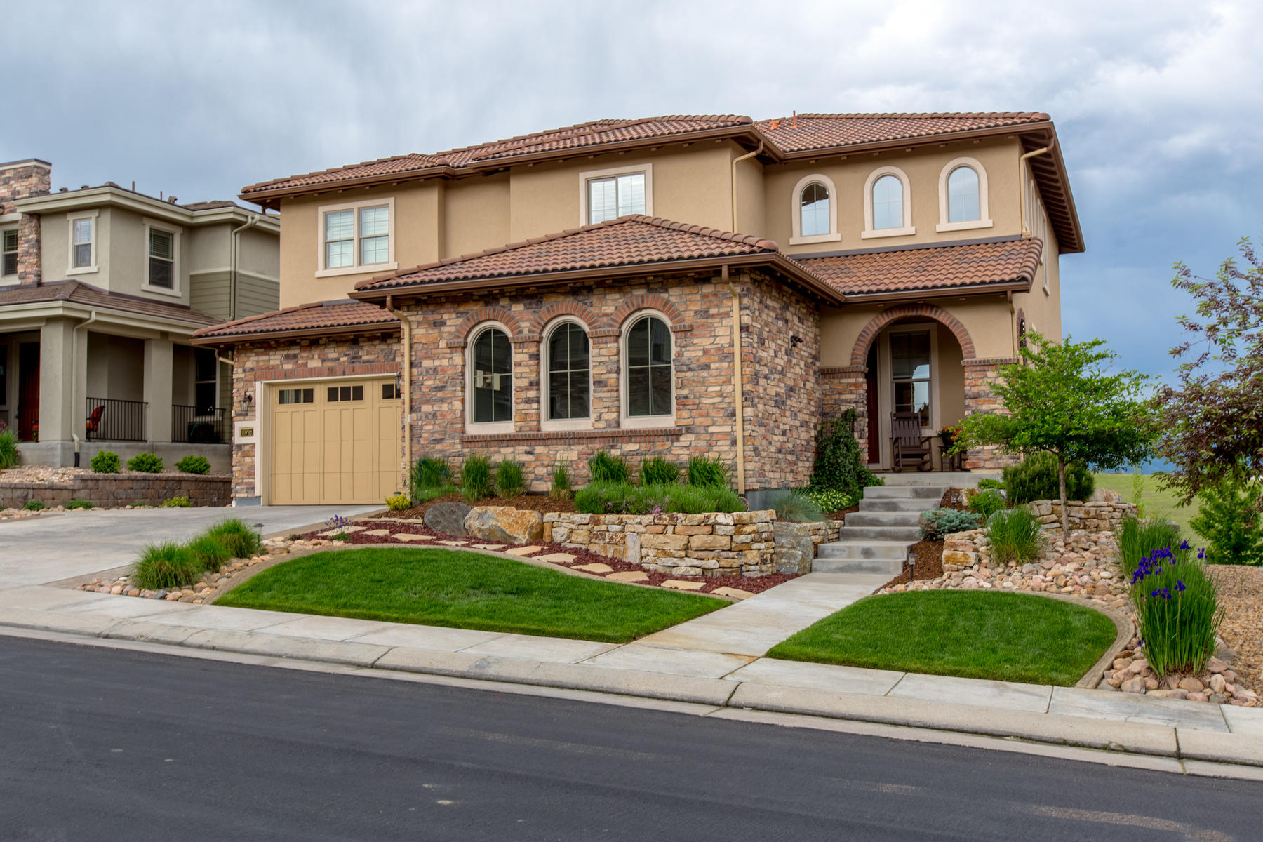 Single Family Homes για την Πώληση στο One stunning home with the most beautiful views that BackCountry has to offer. 10731 Manorstone Dr., Littleton, Κολοραντο 80126 Ηνωμένες Πολιτείες