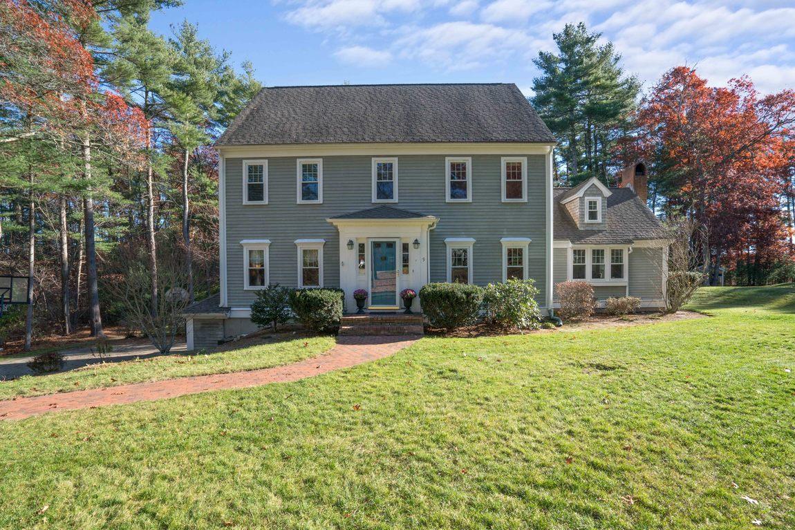 Maison unifamiliale pour l Vente à Colonial 9 Gardner Rd Duxbury, Massachusetts, 02332 États-Unis