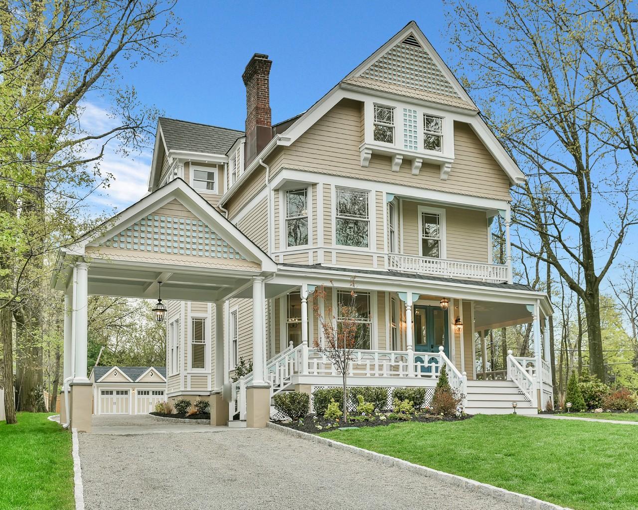 Vivienda unifamiliar por un Venta en Reborn 19th Century Queen Anne Victorian 160 Bellevue Avenue Montclair, Nueva Jersey, 07043 Estados Unidos