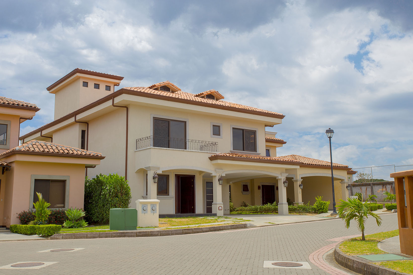 Condominio por un Venta en Contemporary House in Hacienda Belén Other Heredia, Heredia Costa Rica