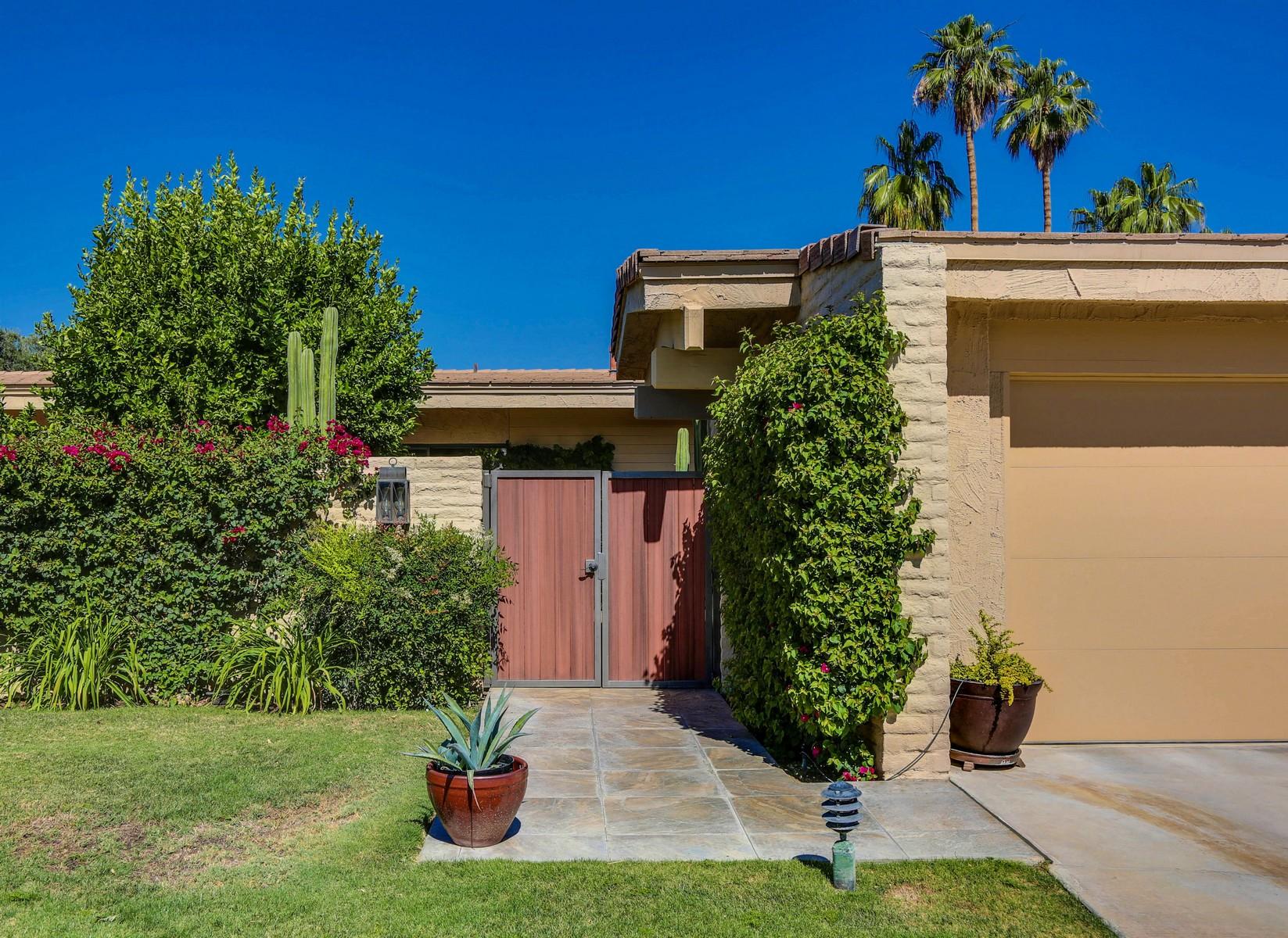 Casa para uma família para Venda às 44837 Oro Grande Circle Indian Wells, Califórnia, 92210 Estados Unidos
