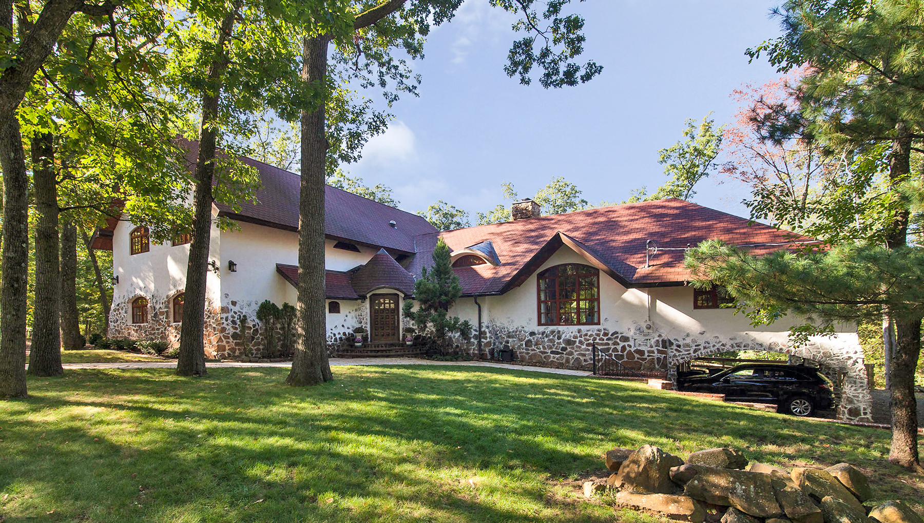 Частный односемейный дом для того Продажа на Nestled atop the Watchung Mountains 35 Crestwood Drive Watchung, 07069 Соединенные Штаты
