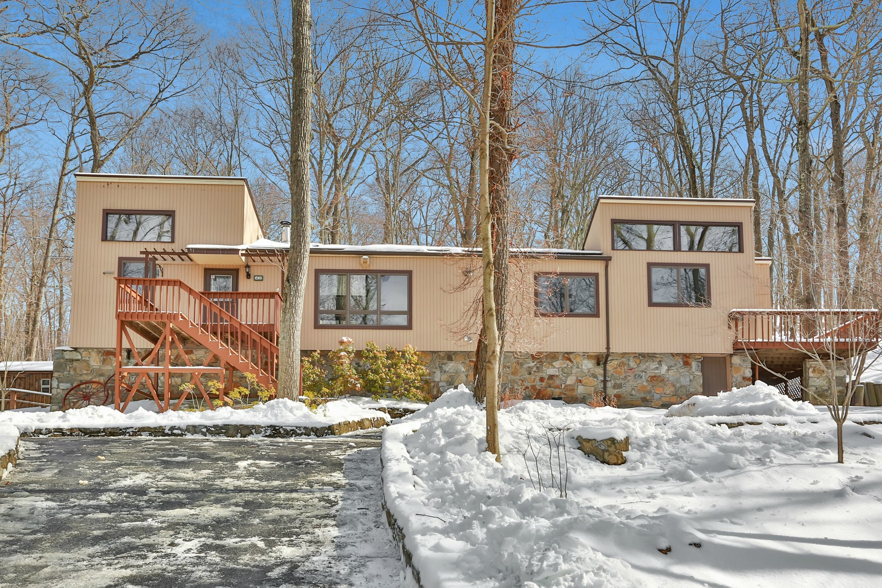 Single Family Home for Sale at Inspired By Nature 42 Far Reach Trail Putnam Valley, New York, 10579 United States