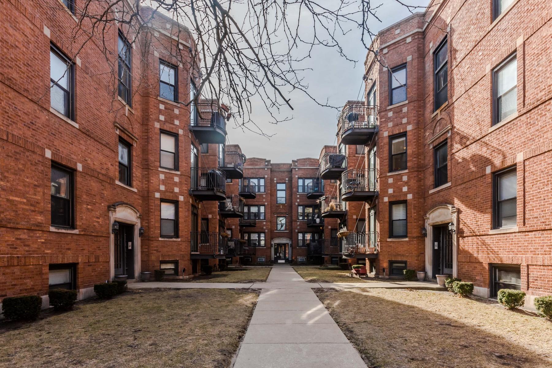 Duplex pour l Vente à Fantastic East Rogers Park Duplex! 1327 W North Shore Avenue Unit 1N Rogers Park, Chicago, Illinois, 60626 États-Unis