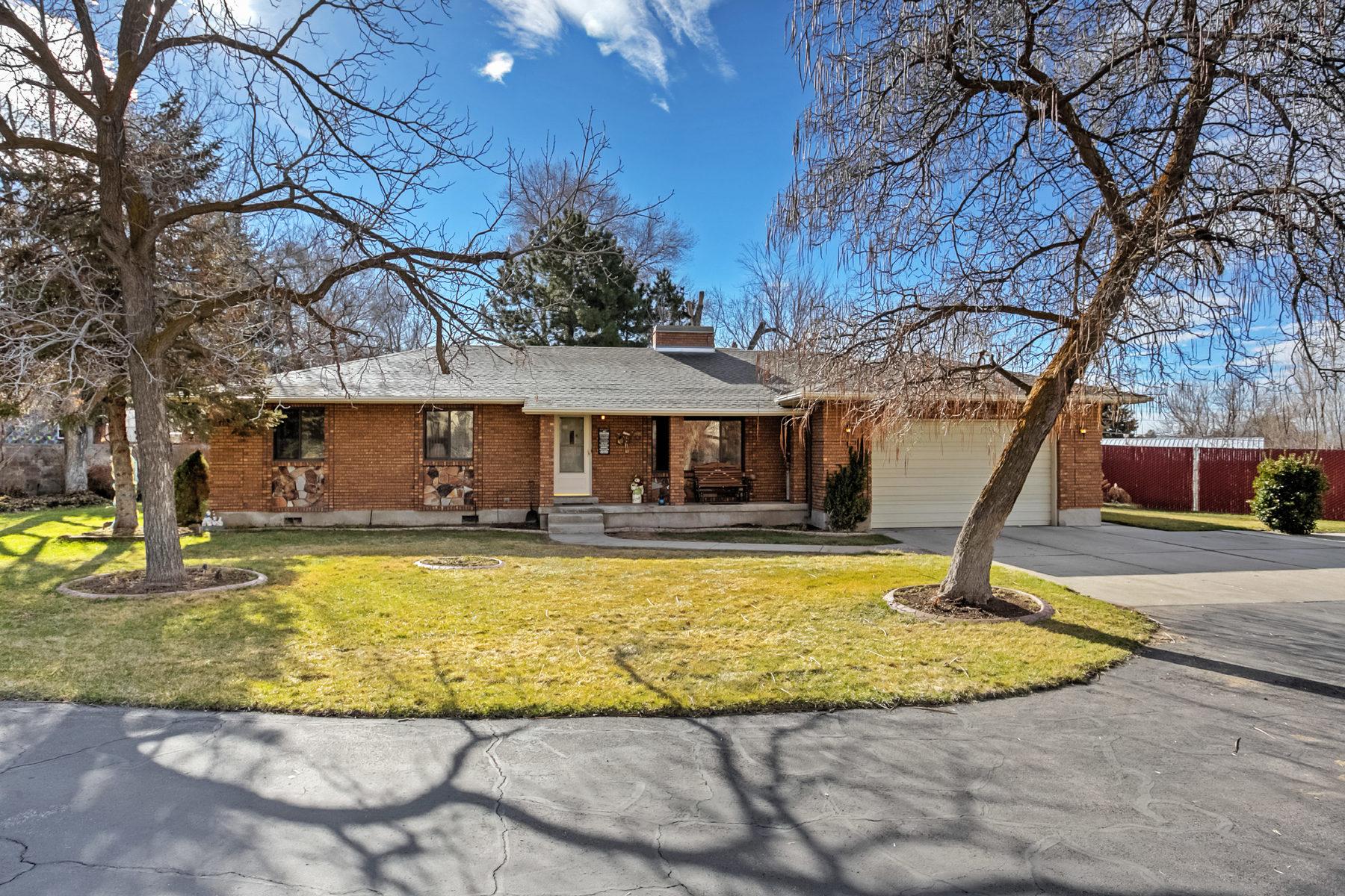 Casa para uma família para Venda às Peaceful on Poppy 9510 S Poppy Ln Sandy, Utah, 84094 Estados Unidos