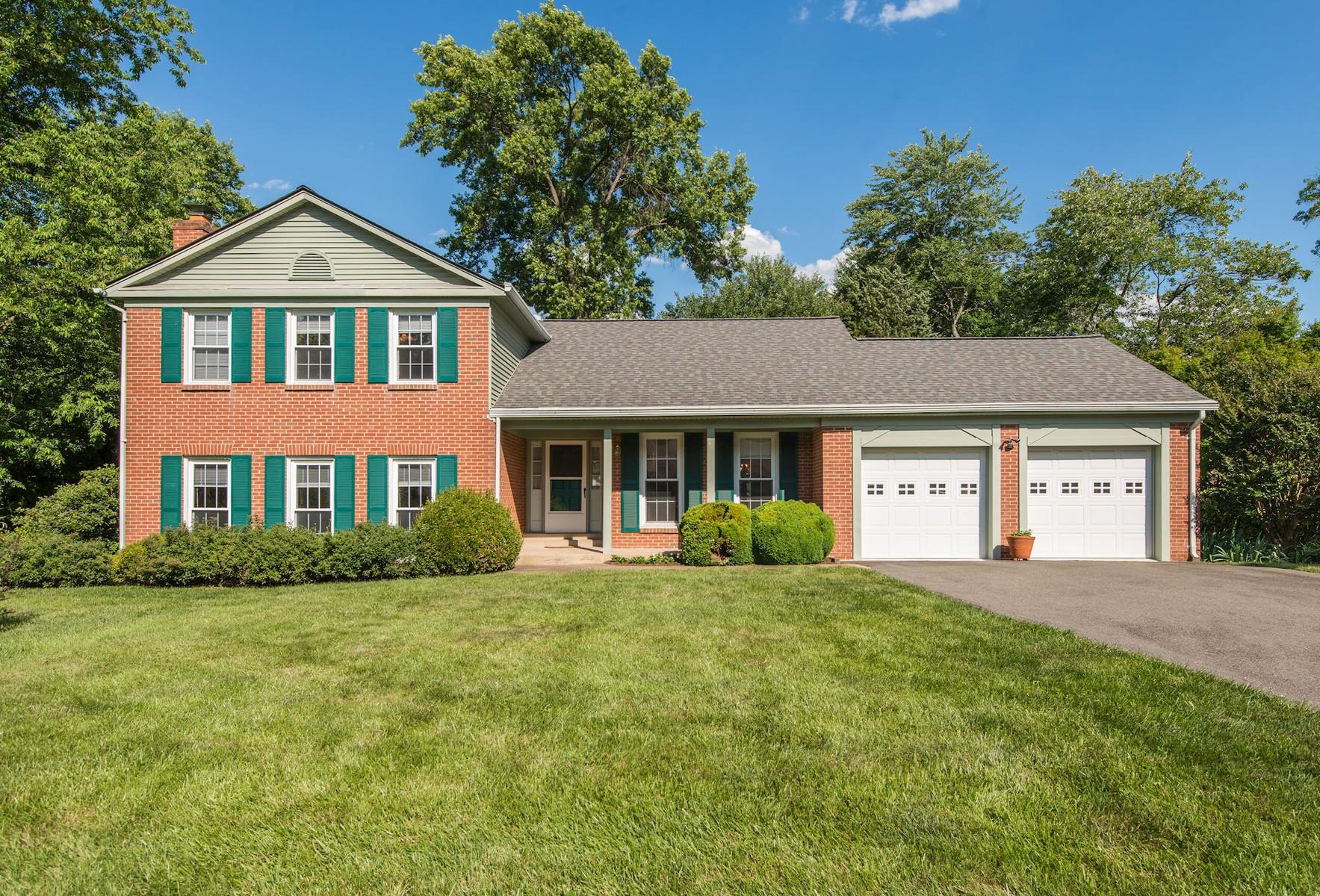 獨棟家庭住宅 為 出售 在 Vienna: 1727 Larkmeade Drive Vienna, 弗吉尼亞州 22182 美國