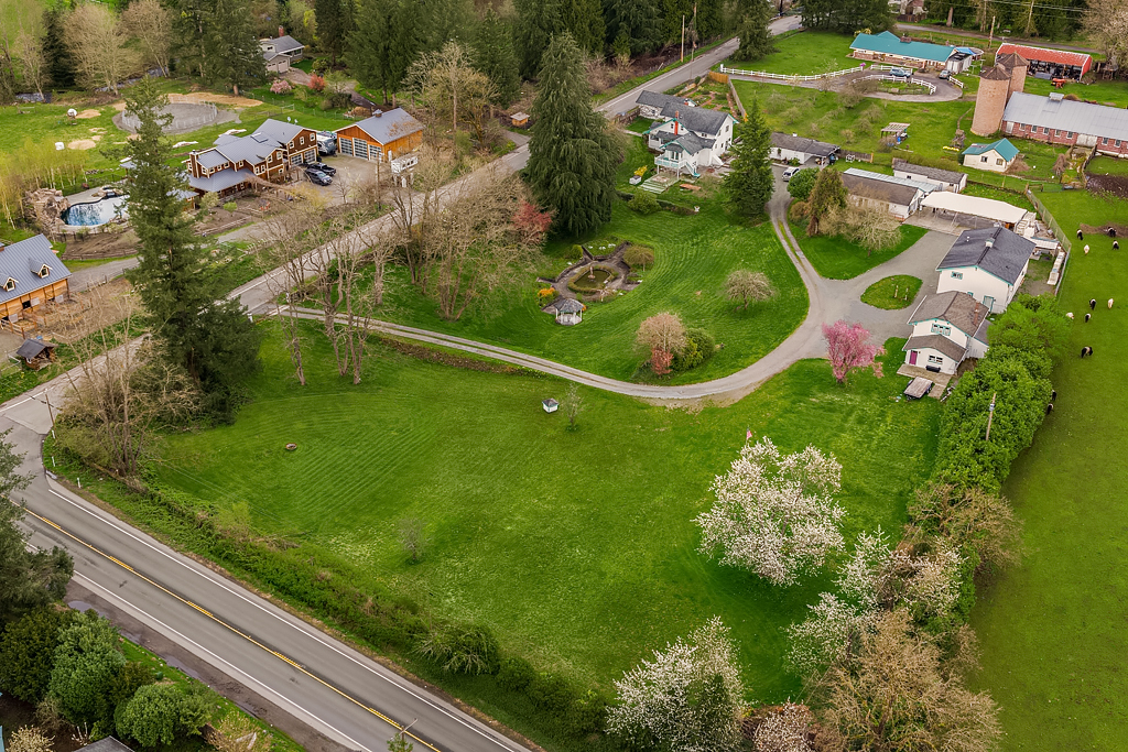 Single Family Home for Sale at Pleasant Hill Estate 32305 NE 8th Street Carnation, Washington 98014 United States