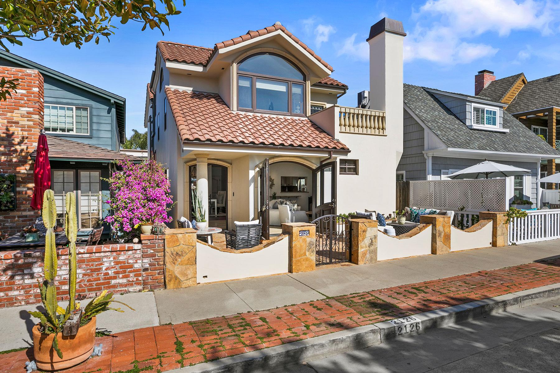 独户住宅 为 销售 在 2126 Miramar Dr. 纽波特比奇, 加利福尼亚州, 92661 美国