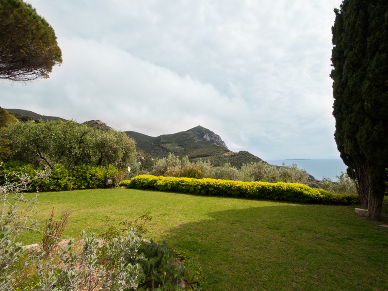 Additional photo for property listing at Tuscan villa with breathtaking views in Argentario  Cala Piccola Di Monte Argentario, Grosseto 58019 Italie