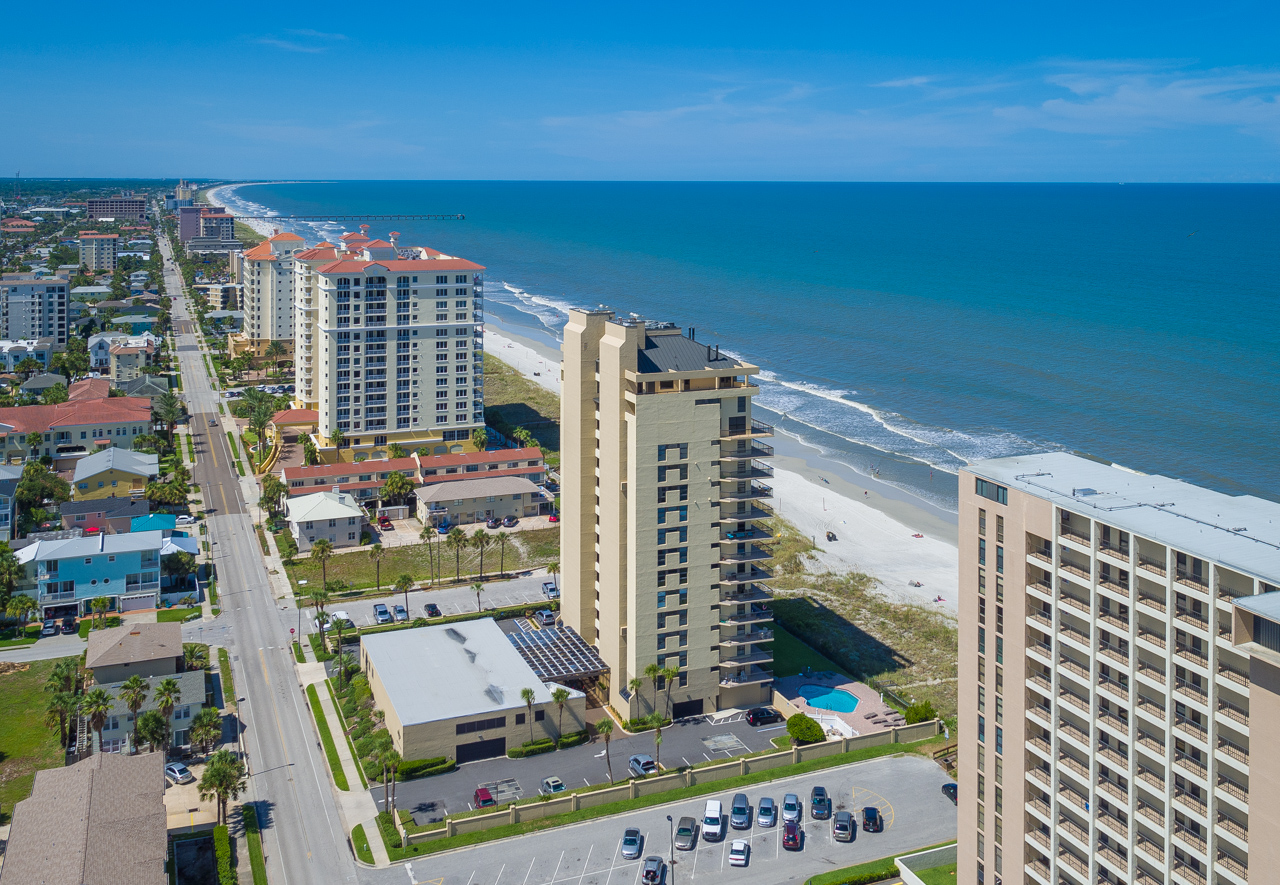 Condominio por un Venta en The Waterford Condominium 1221 1st Street South Unit 1C Jacksonville Beach, Florida 32250 Estados Unidos