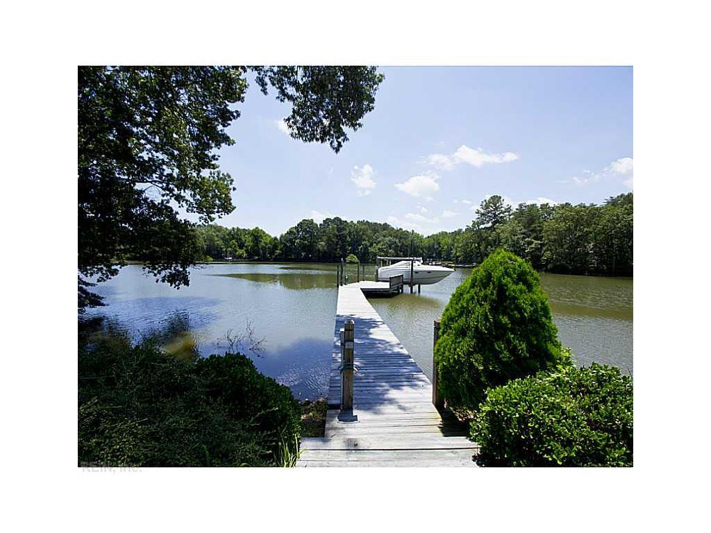 Casa Unifamiliar por un Venta en Heath Trail 7461 HEATH TRAIL Gloucester, Virginia, 23061 Estados Unidos