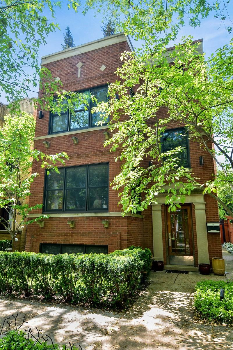 Maison unifamiliale pour l Vente à Extra Wide Custom Home 3806 N Bell Avenue Chicago, Illinois, 60618 États-Unis
