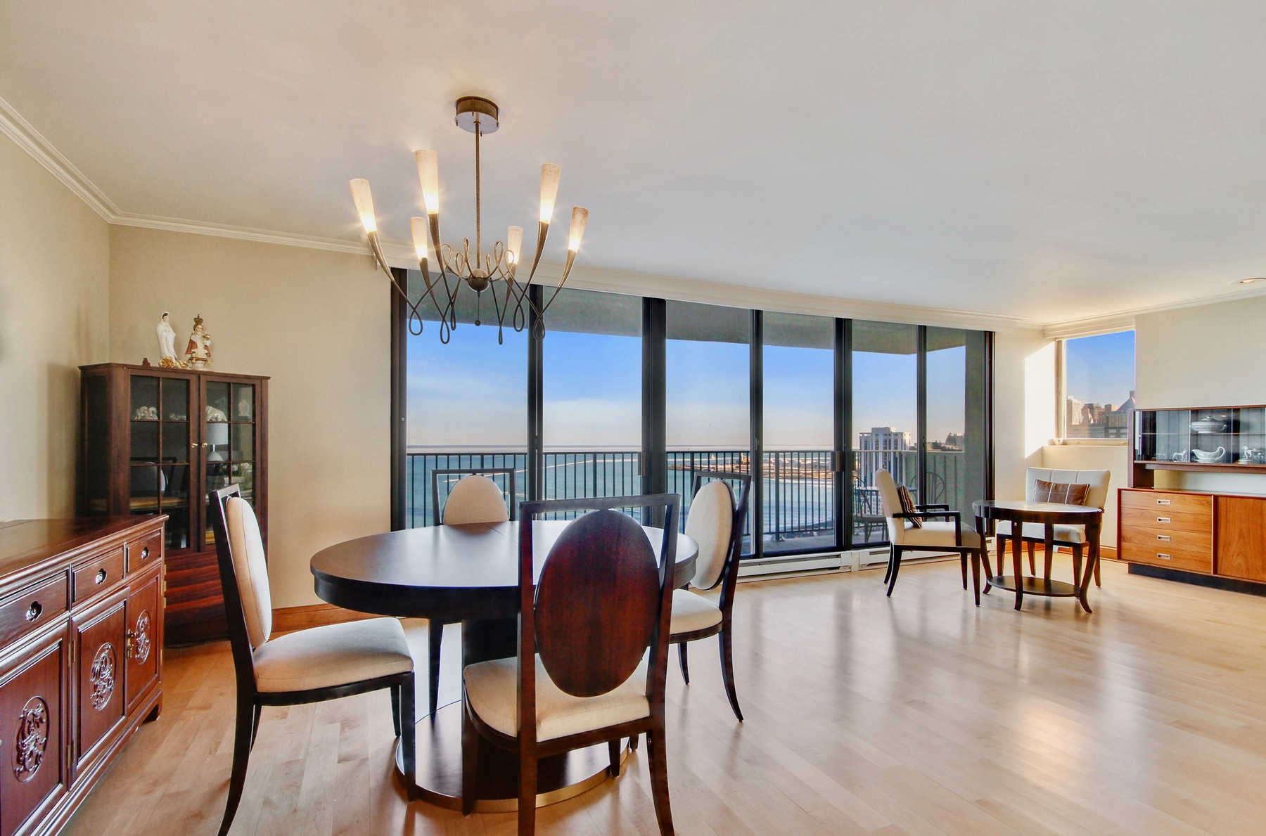 Condominio por un Venta en Fabulous Lake Front Apartment 1212 N Lake Shore Drive Unit 33AS Near North Side, Chicago, Illinois, 60610 Estados Unidos