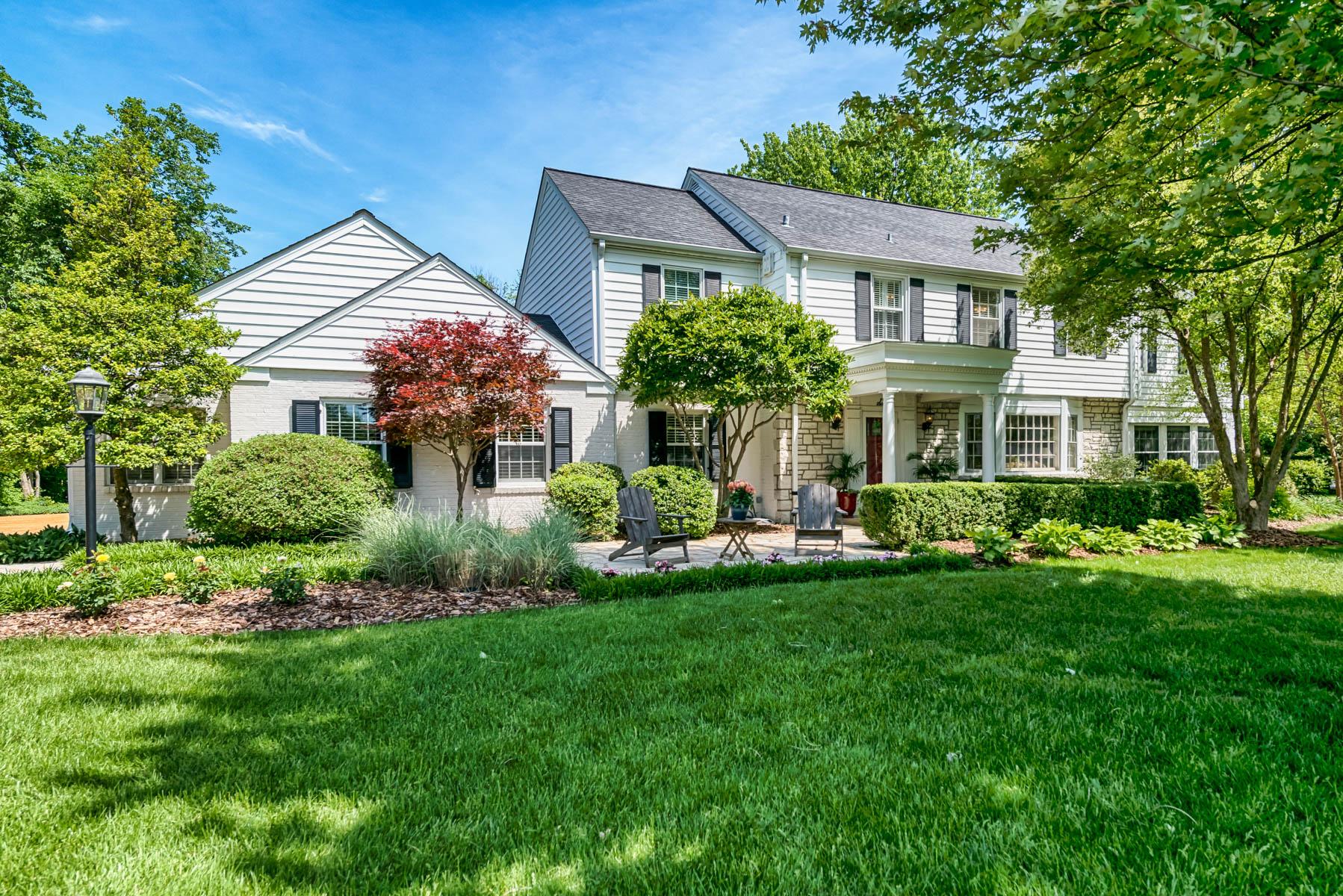 Casa para uma família para Venda às Fox Meadows 6 Fox Meadows Lane Sunset Hills, Missouri, 63127 Estados Unidos