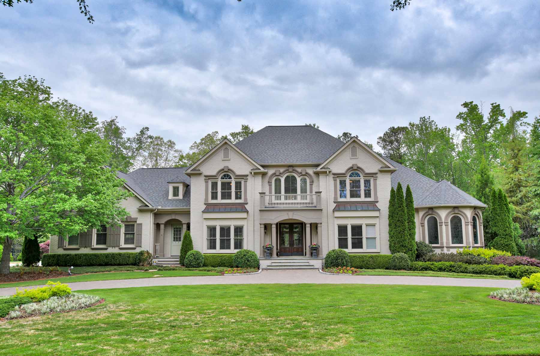 Enfamiljshus för Försäljning vid IncomparableRoswellEstate 810 Hedgegate Court Roswell, Georgien 30075 Usa