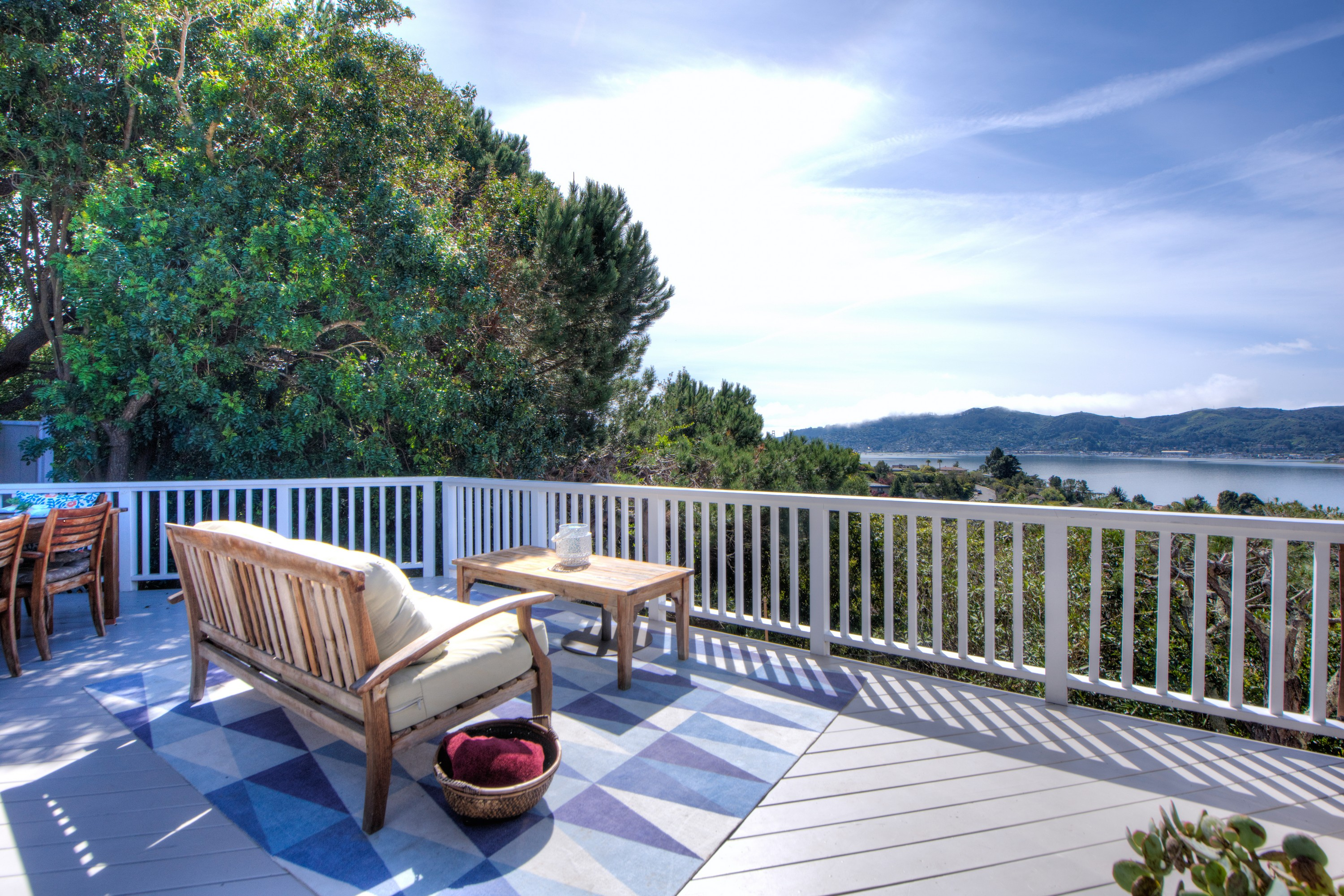 Additional photo for property listing at Expansive Bay Views 70 Geldert Drive Tiburon, California 94920 United States