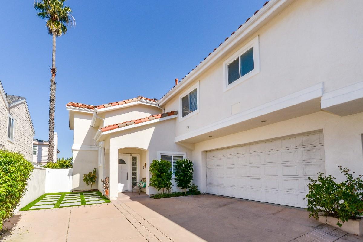 Condominium for Sale at 2017 Clark Ln # B 2017 Clark Ln #B Unit B Redondo Beach, California 90278 United States