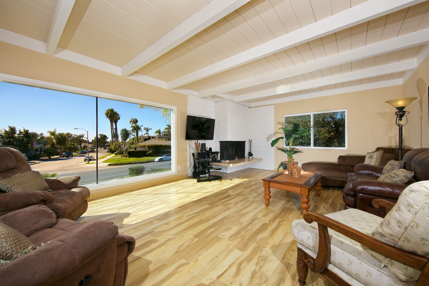 Additional photo for property listing at 5041 Foothill Blvd  San Diego, California 92109 United States