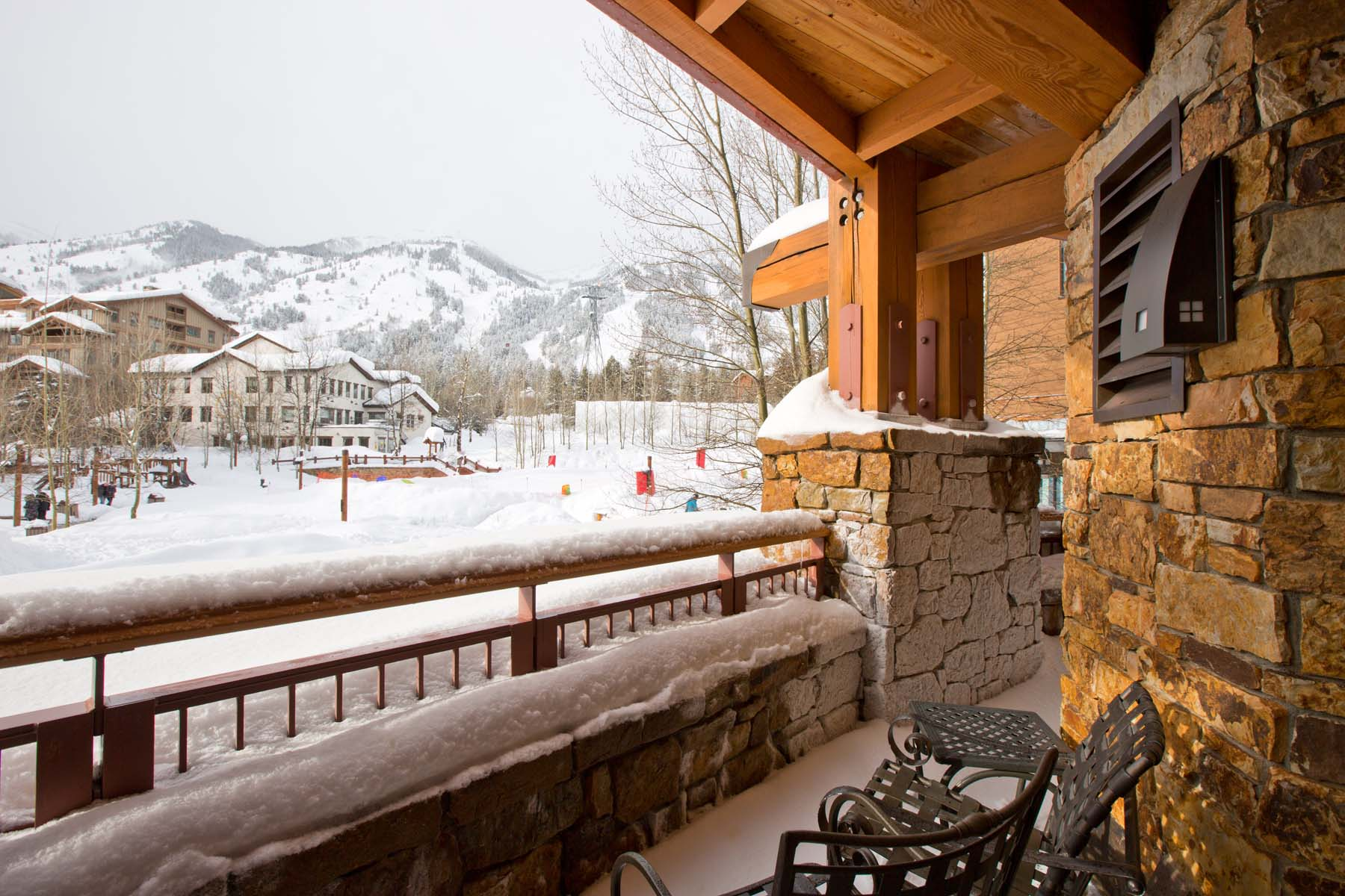共管物業 為 出售 在 Ski-In/Ski-Out Condo at the JHMR 3285 W Village Drive Unit 206 Teton Village, 懷俄明州, 83025 Jackson Hole, 美國