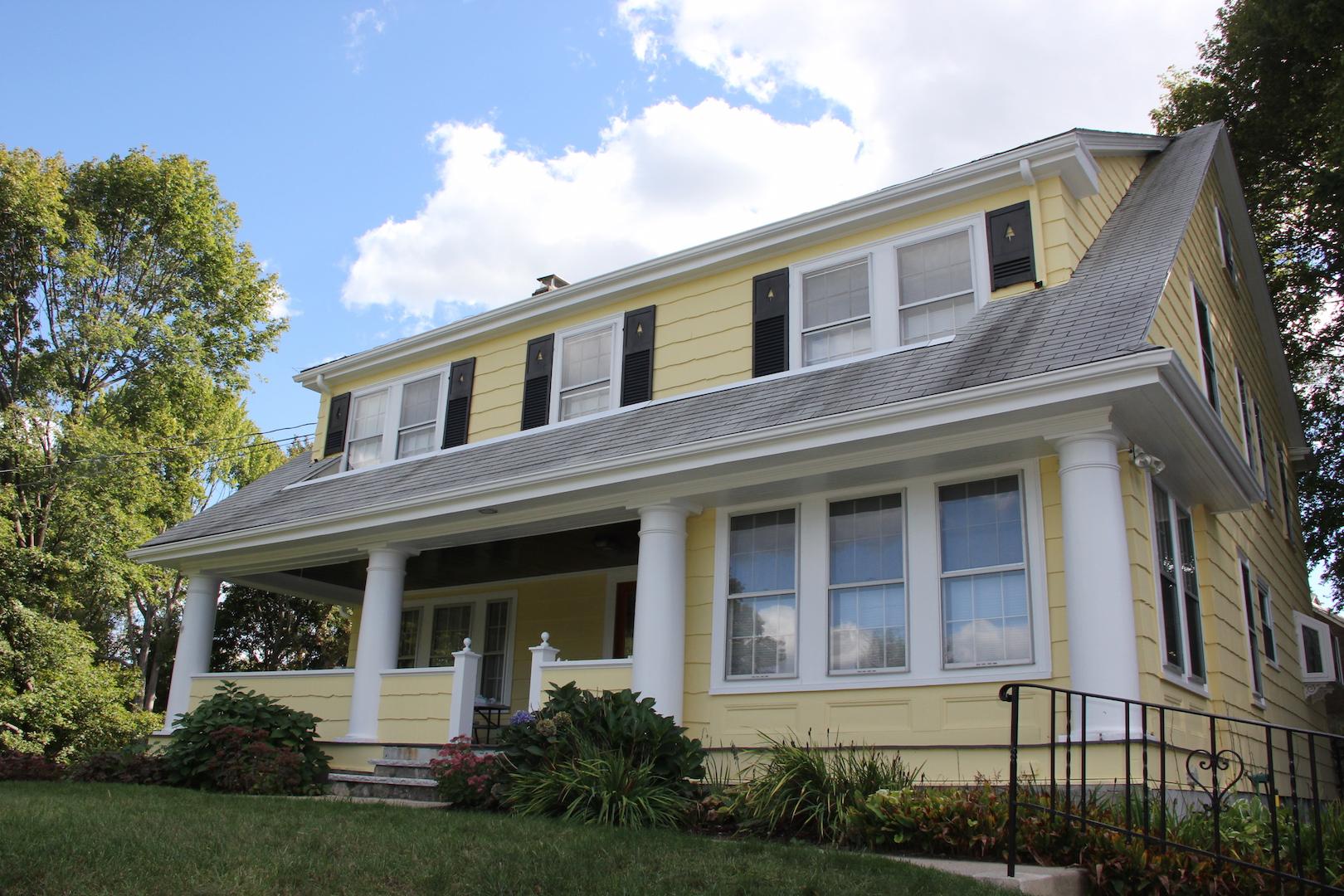 Maison unifamiliale pour l Vente à 22 Hutchinson Road Arlington, Massachusetts, 02474 États-Unis
