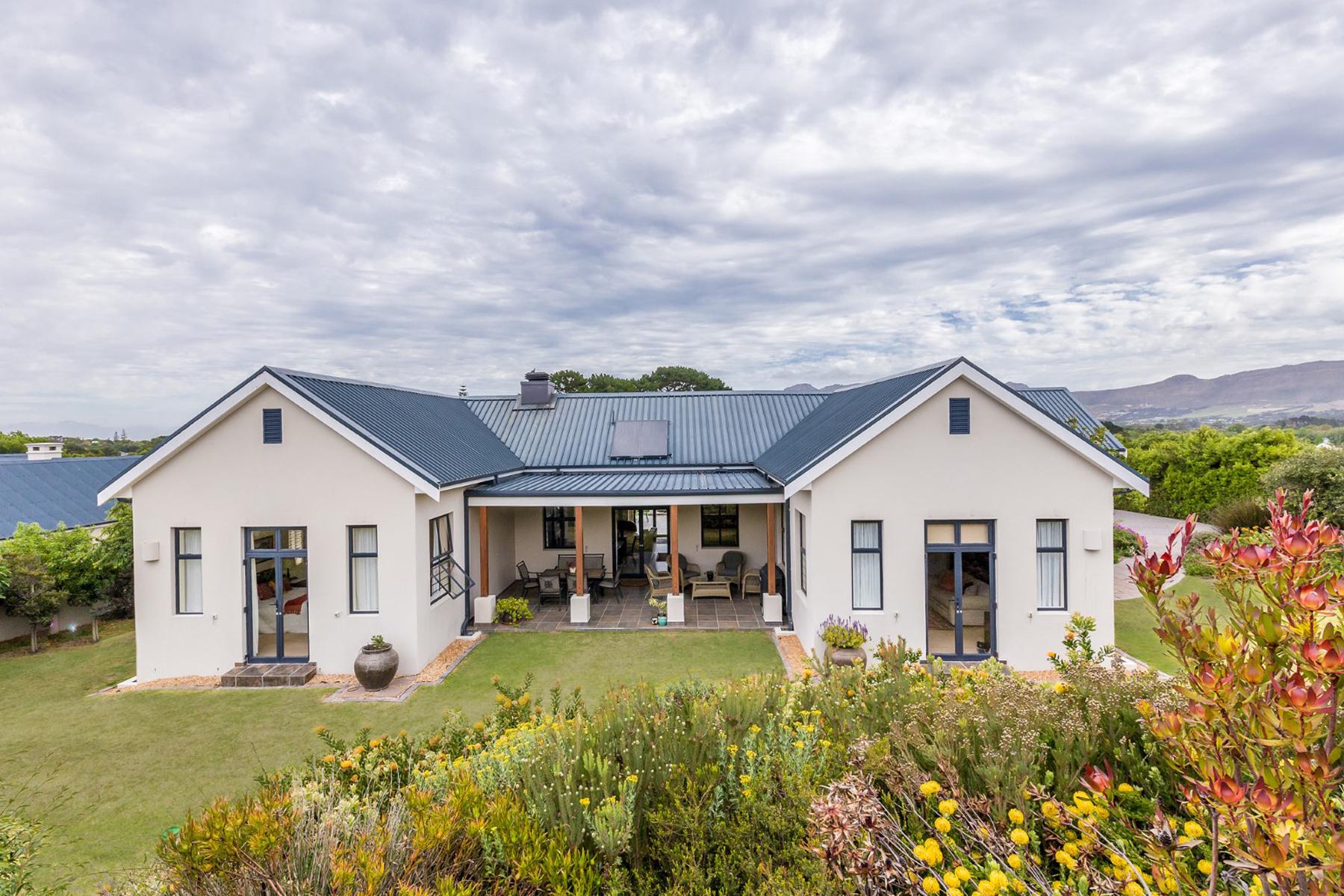 Nhà ở một gia đình vì Bán tại Constantia Cape Town, Western Cape, 7806 Nam Mỹ