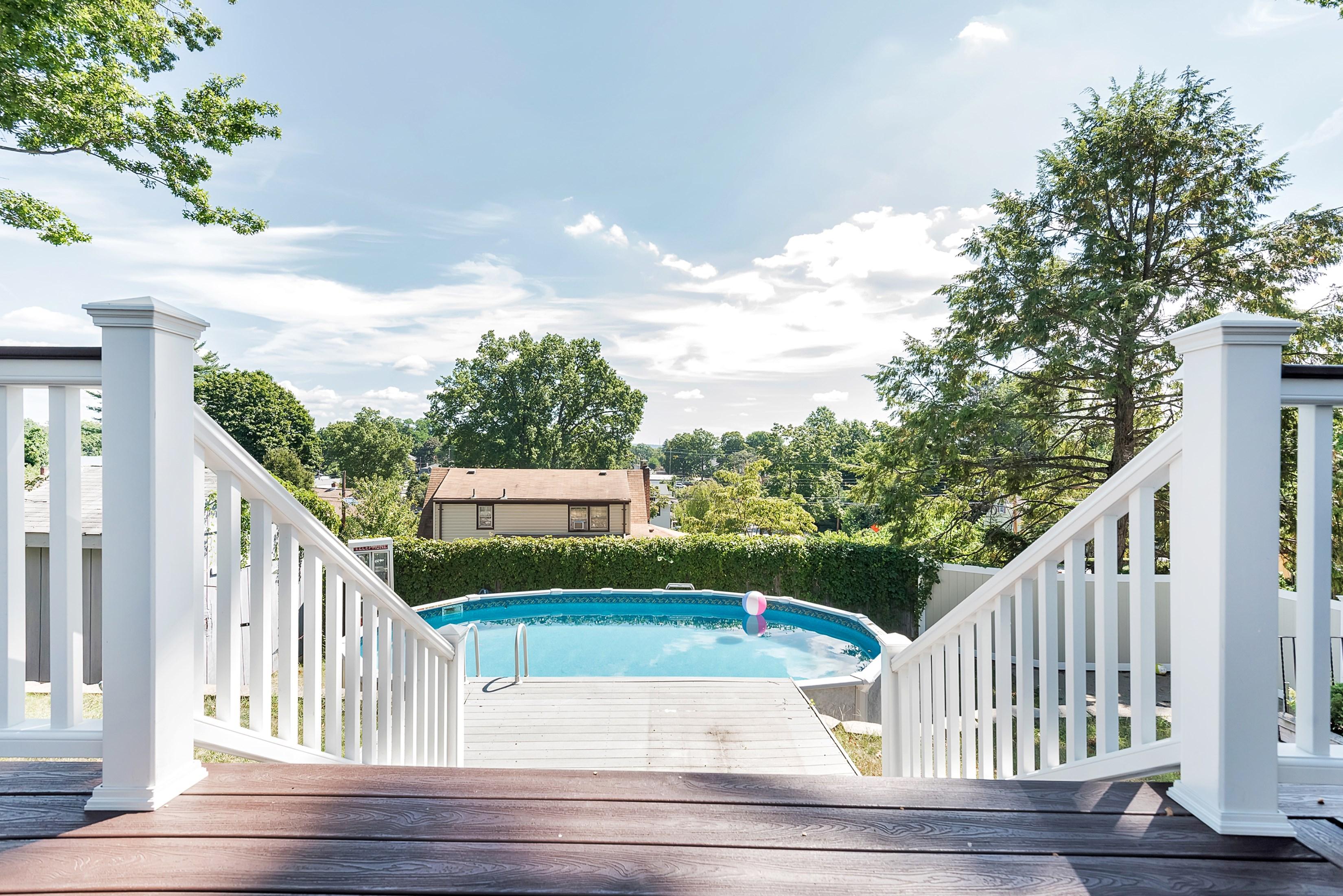Частный односемейный дом для того Продажа на Upgraded Cape Cod Beauty 203 Wortendyke Avenue Emerson, Нью-Джерси 07630 Соединенные Штаты