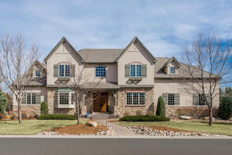 Maison unifamiliale pour l Vente à Dramatic Home with Remarkable Amenities 24 Brookhaven Lane Littleton, Colorado, 80123 États-Unis