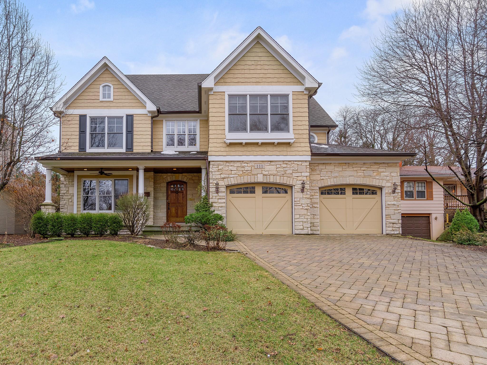 Tek Ailelik Ev için Satış at 111 ANN ST Clarendon Hills, Illinois, 60514 Amerika Birleşik Devletleri
