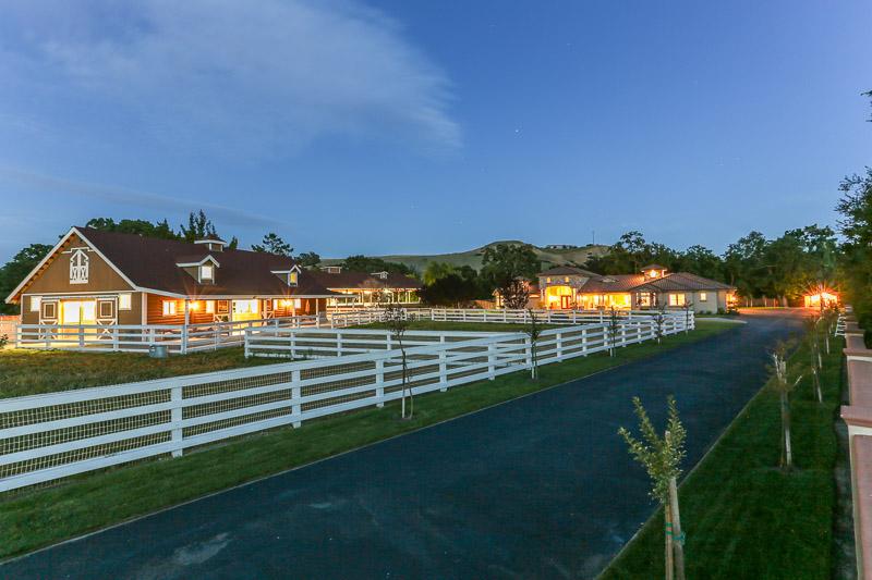 Vivienda unifamiliar por un Venta en Villa Bianchi an Impressive Equestrian Estate! 5530 Johnston Rd Danville, California, 94506 Estados Unidos