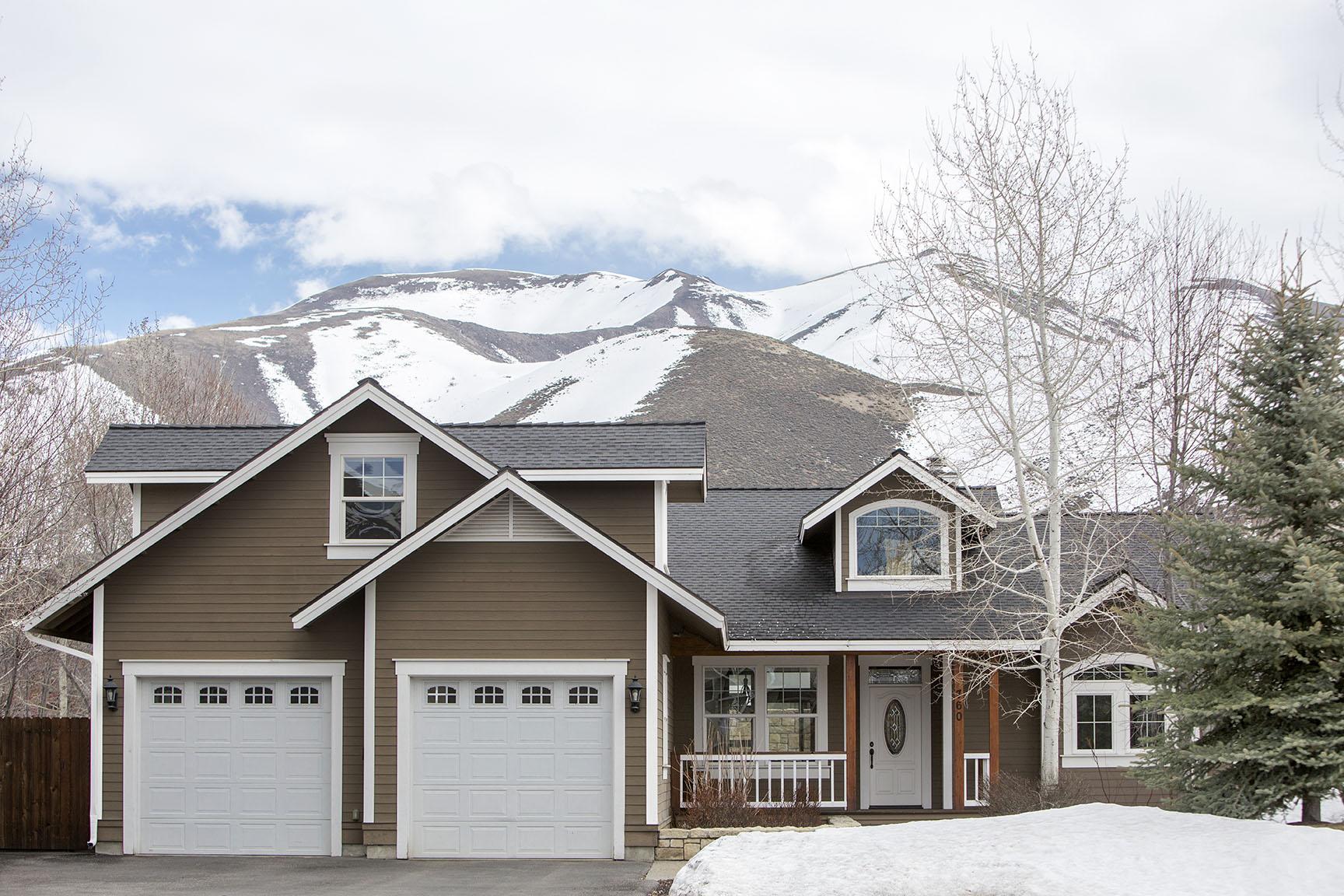 Casa Unifamiliar por un Venta en Fine Craftsmanship with lots of style 760 Eastridge Dr Hailey, Idaho, 83333 Estados Unidos