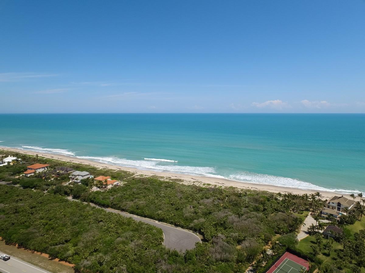 Terrain pour l Vente à Exclusive Oceanfront Estate Homesite 11740 Seaview Drive Vero Beach, Florida, 32963 États-Unis