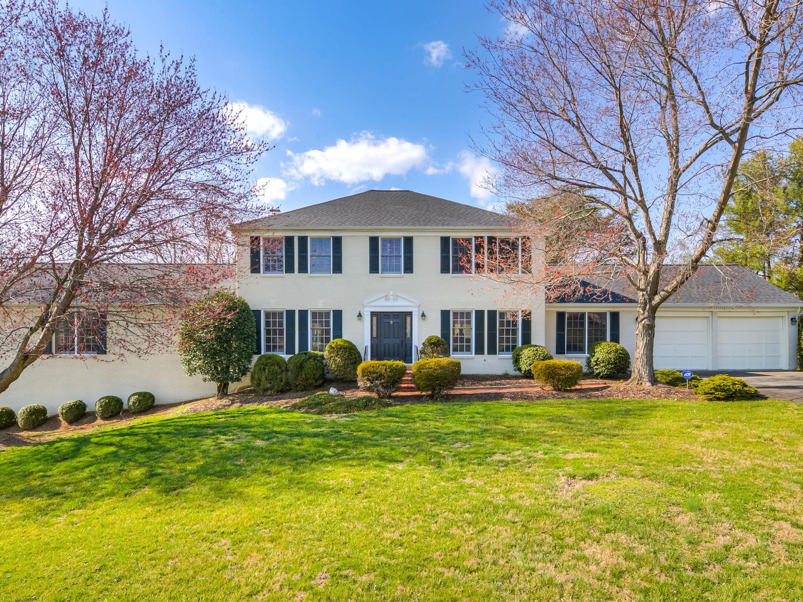 Maison unifamiliale pour l Vente à Hickory Creek 800 Follin Farm Ln Great Falls, Virginia, 22066 États-Unis