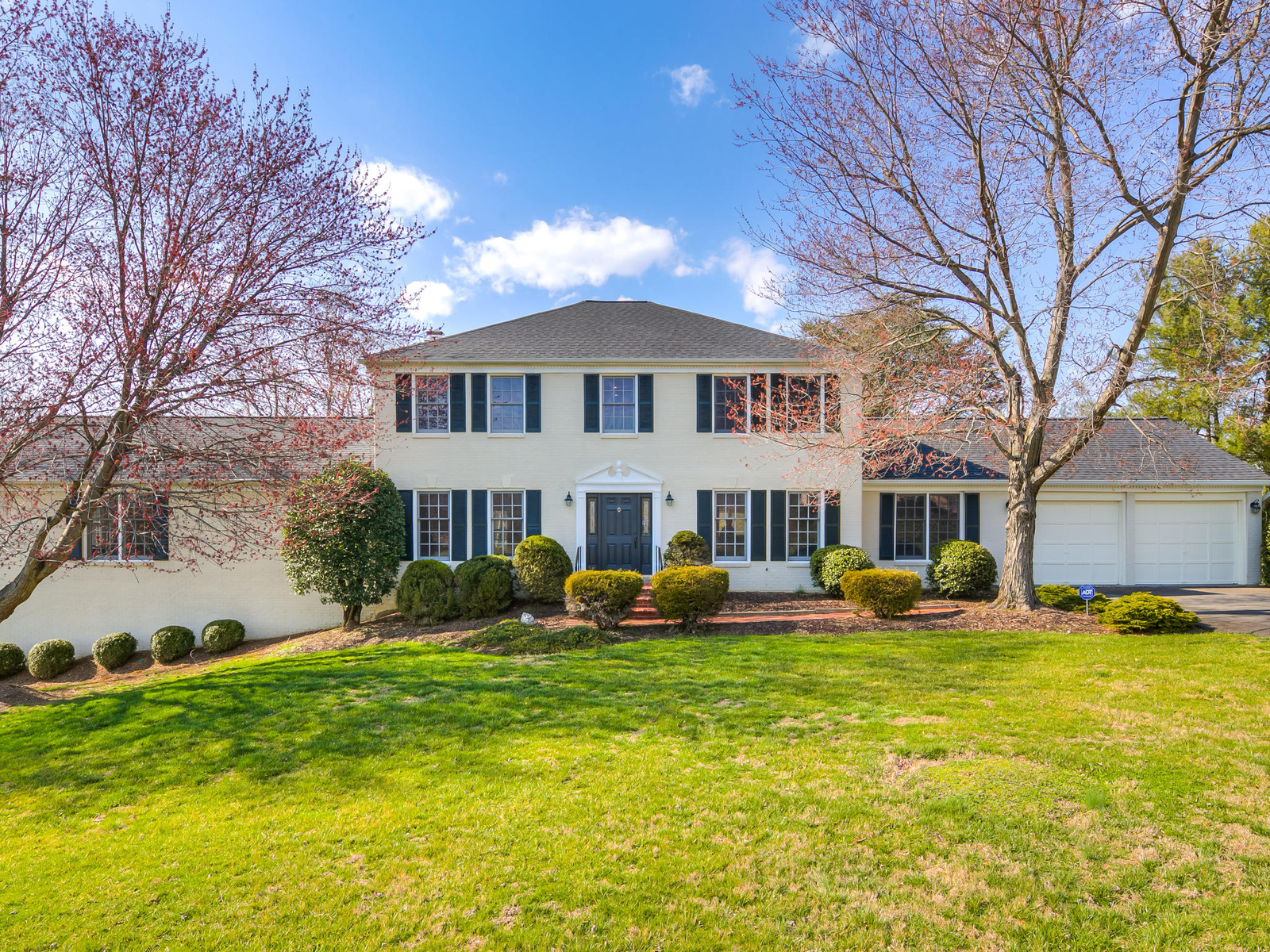 Single Family Home for Sale at Hickory Creek 800 Follin Farm Ln Great Falls, Virginia, 22066 United States