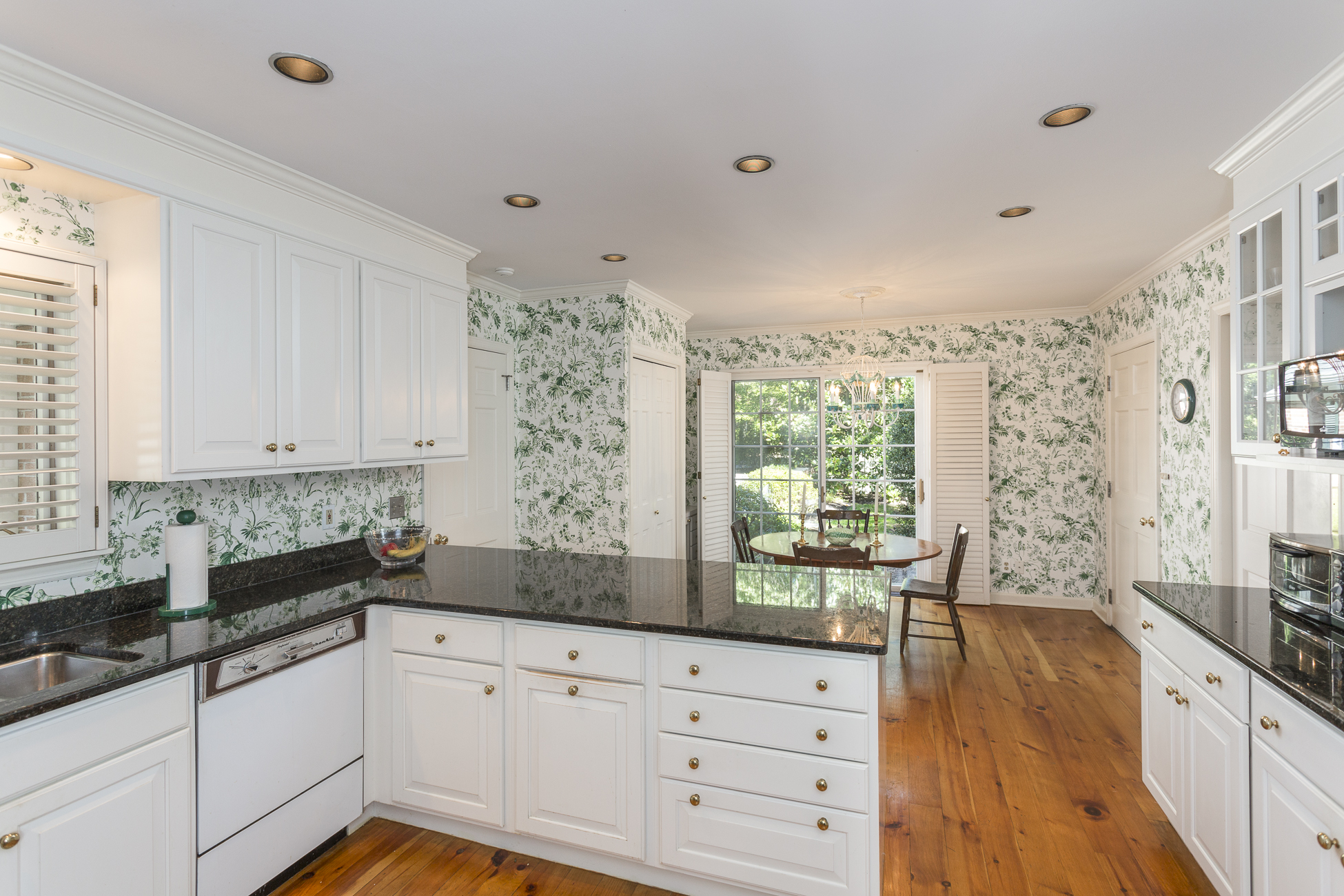 Additional photo for property listing at Marvelously-Appointed In A Scenic Neighborhood 40 Pheasant Hill Road Princeton, New Jersey 08540 United States