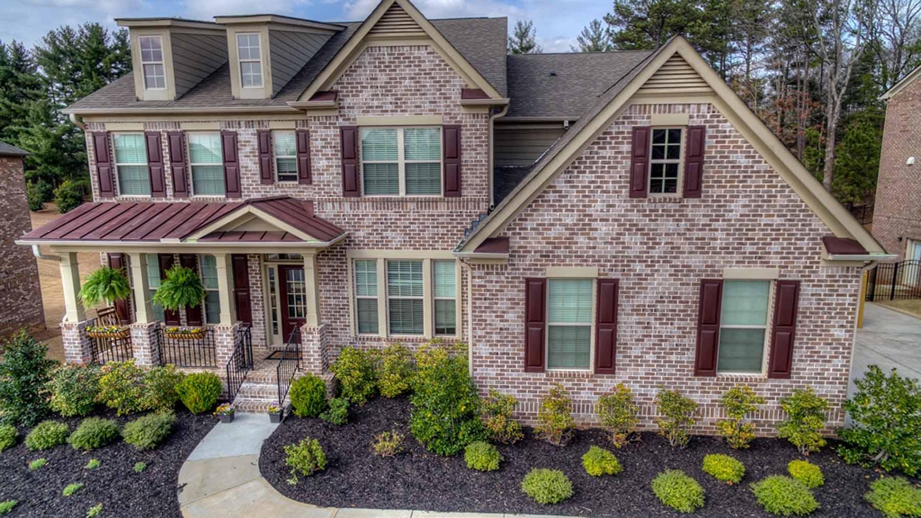 Einfamilienhaus für Verkauf beim Beautiful Home In Popular and Convenient Cheswyck 8765 Ellesmere Drive Cumming, Georgia, 30041 Vereinigte Staaten