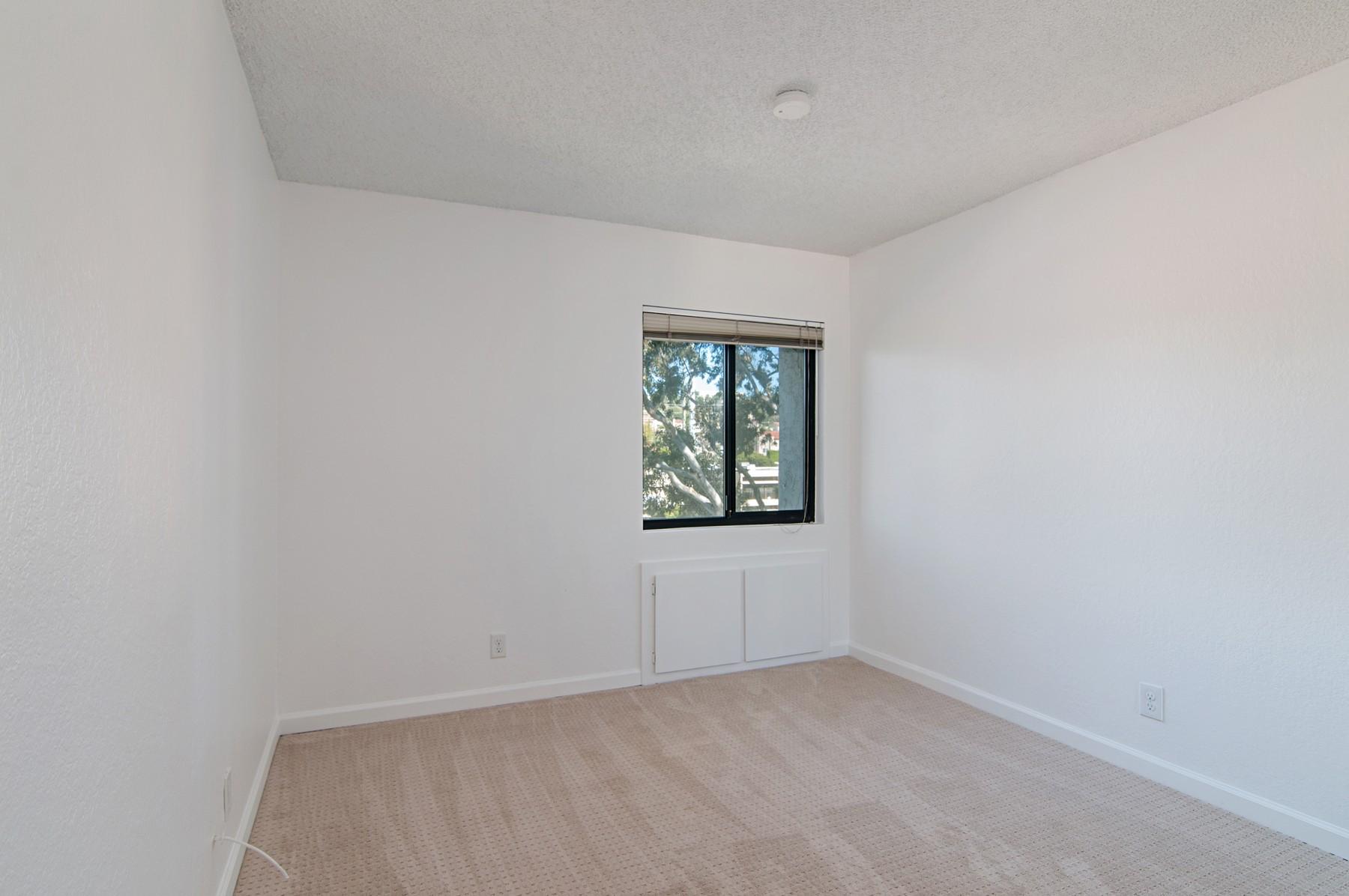 共管式独立产权公寓 为 销售 在 5605 Friars Road #302 5605 Friars Road 302 Old Town, 圣地亚哥, 加利福尼亚州, 92110 美国