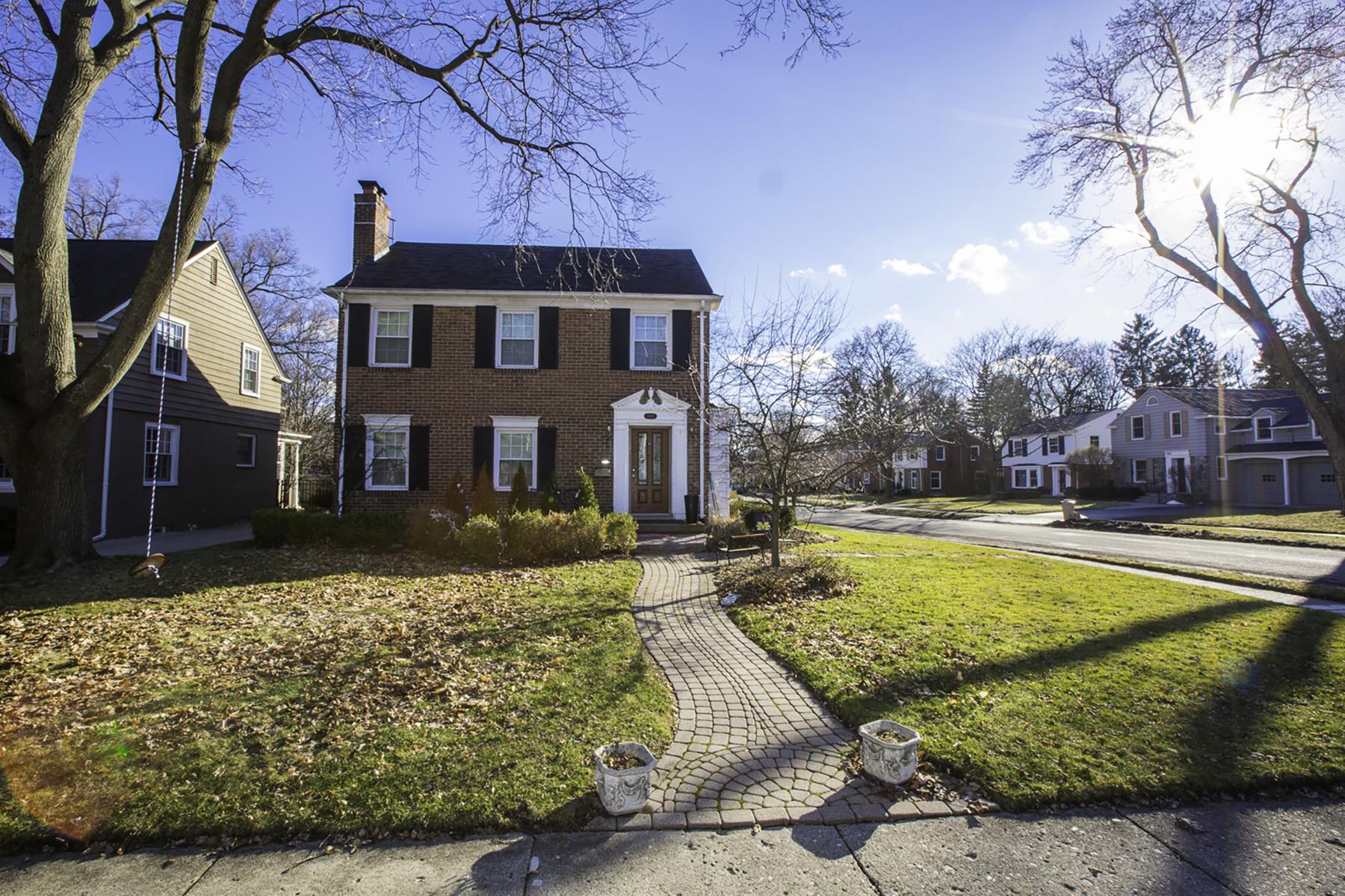 Maison unifamiliale pour l Vente à Birmingham 1889 Pine Street Birmingham, Michigan, 48009 États-Unis