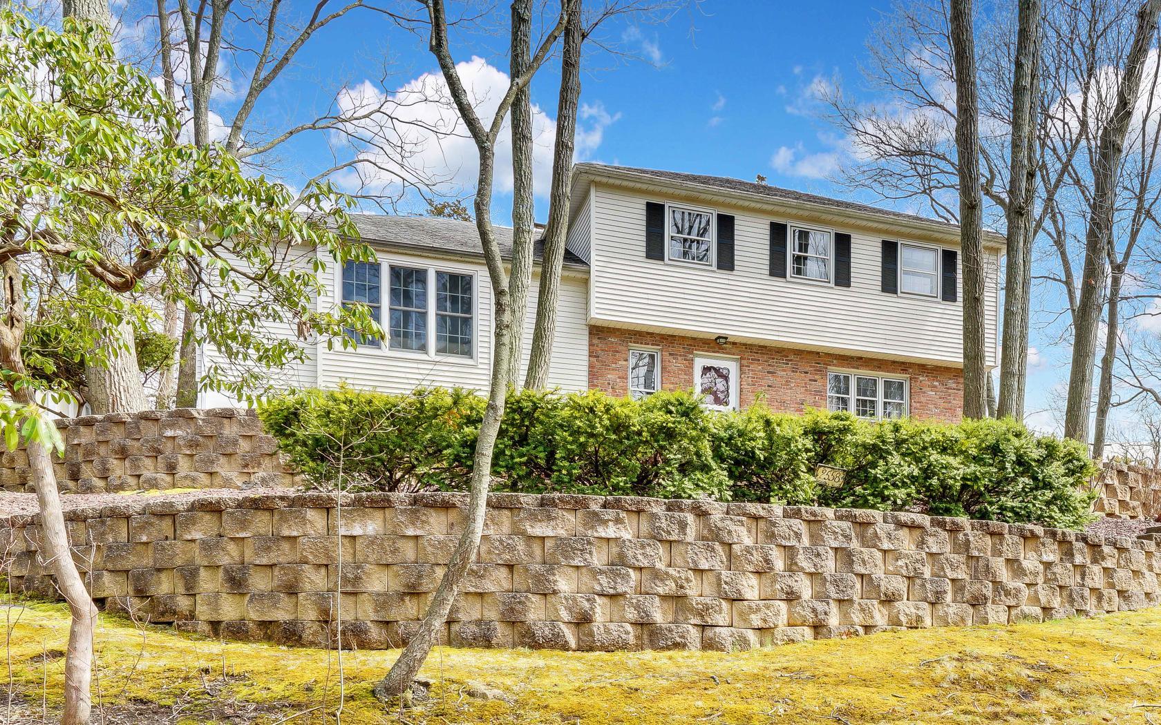 獨棟家庭住宅 為 出售 在 Home up on the Hill 2560 Crestview Rd Wall, 新澤西州, 08736 美國
